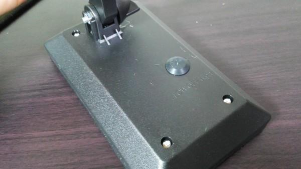 スイッチは防水タイプで外側から押せるタイプ