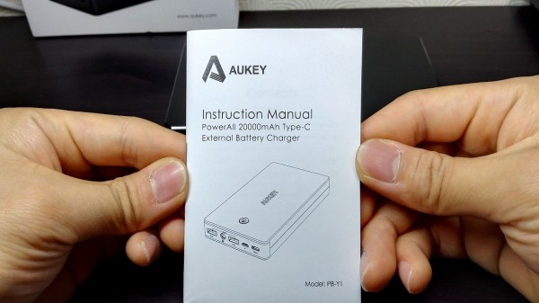 aukey-led-mobile-battery(PB-Y1)016