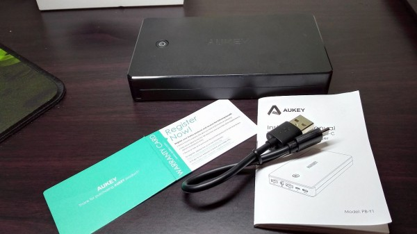 aukey-led-mobile-battery(PB-Y1)025