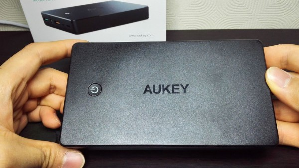 aukey-led-mobile-battery(PB-Y1)027