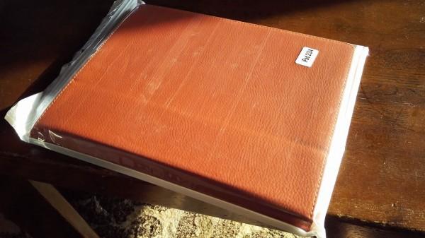 これが購入したケース。