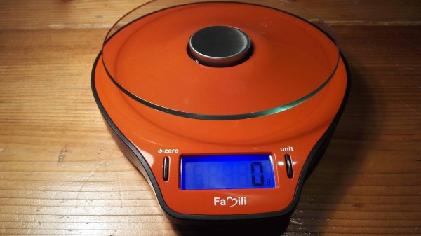 Famili-cooking-scale-red011