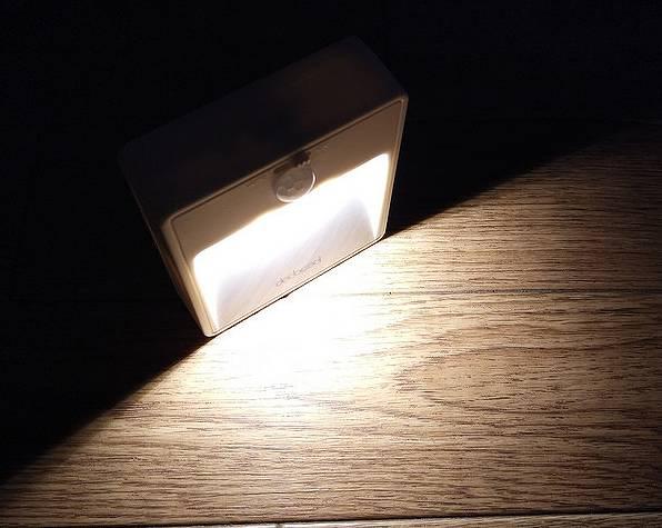 【人感センサーライト】電池で動く廊下用足元ライト(dodocool)