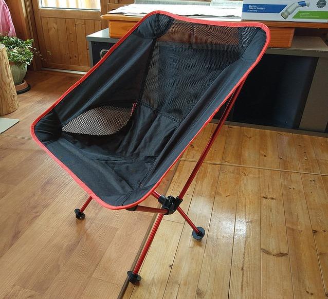 【折りたたみ椅子】持ち運びするようの椅子なのに座面が広いぞ!