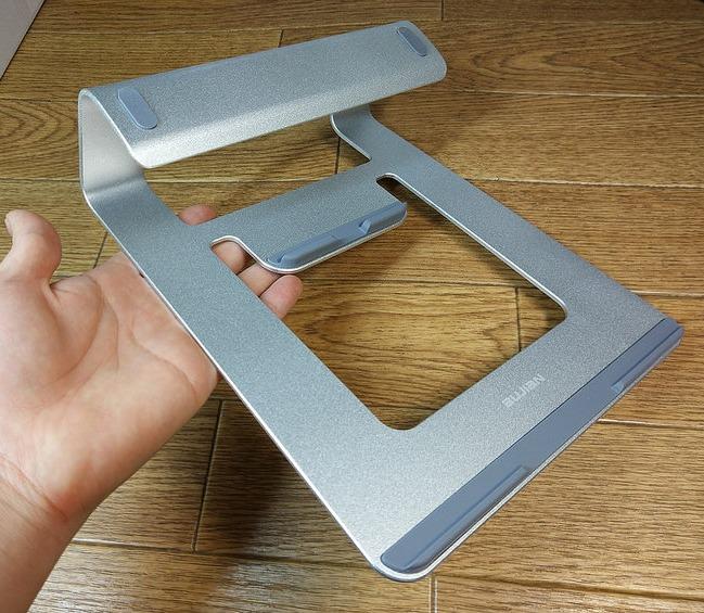 【ノートPCスタンド】アルミ製の高級感がすごいぞ!MacBookで使いたいノートPCスタンド