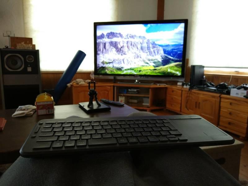 【キーボード】テレビにパソコンを繋げて快適に使うのに必須アイテム!タッチパッド付きキーボード!