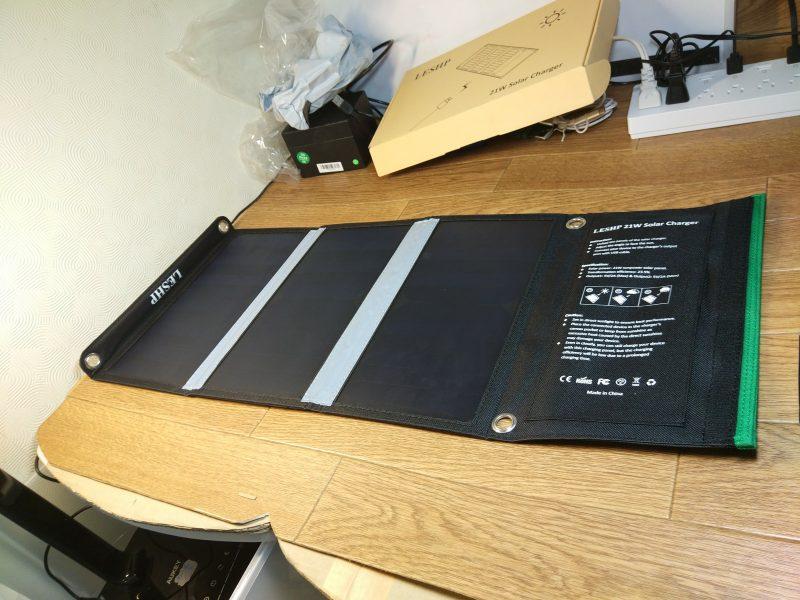 【ソーラーパネル】2ポートUSB端子付きの折り畳み式ソーラパネルが色々便利!
