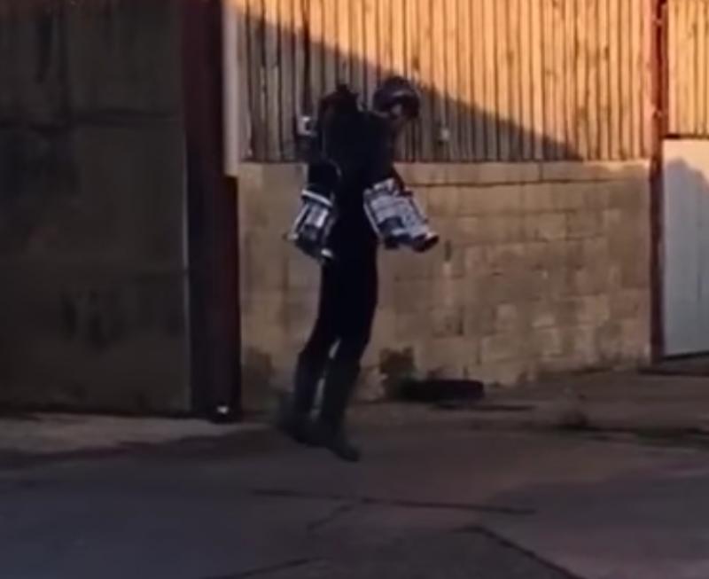 【GEEK News】アイアンマンの様に空を飛べるスーツがついに完成した!?