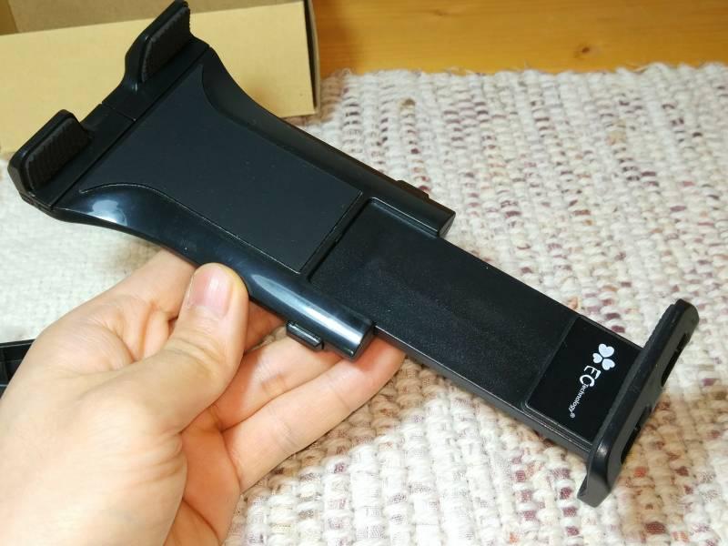 【車用タブレットホルダー】大きなiPad9.7インチもガッチリと固定できるサイズ!