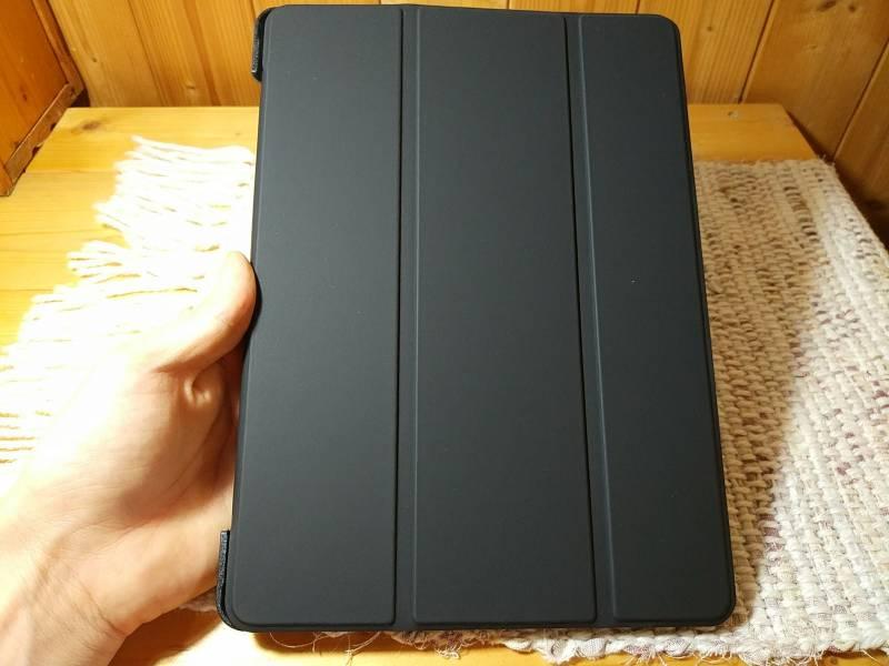 【iPad Airケース】薄型軽量の本革調PUレザーケースはとりあえず必要な人に良いかもしれない。