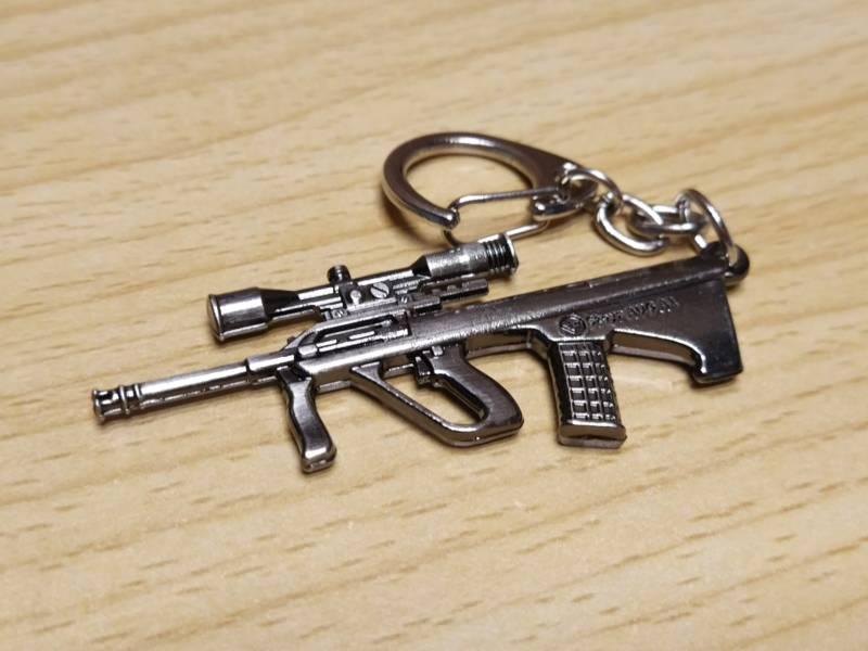 【ガン・キーホルダー】めっちゃかっこいい!銃のミニキーホルダー!1個100円。