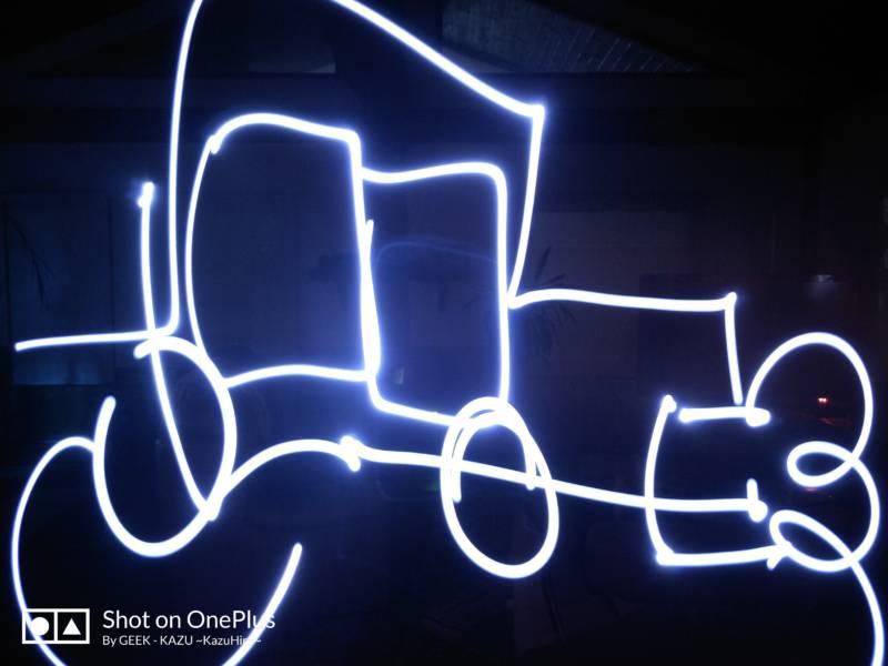 【スマートフォン・OnePlus 5】カメラ機能 – 露光時間 を伸ばしてお絵描きするヽ(^ω^)ノ