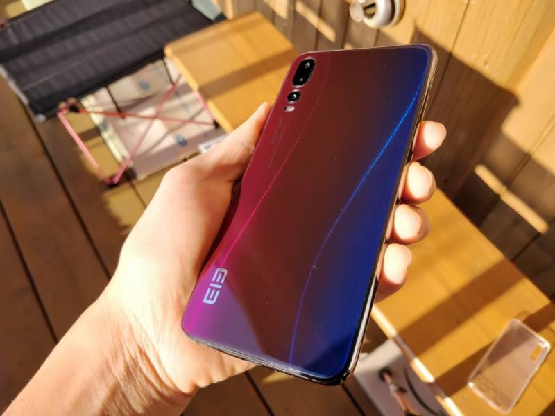 Huawei P20 Proそっくりスマホ、Elephone A5の開封レビュー